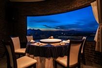 夜景をバックに本格中国料理をお楽しみください