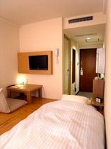 全室お布団のお部屋です。テーブルや座椅子などもご自由に移動してお使い頂けます。