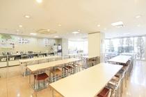 朝食コーナー(道路向かい+1)