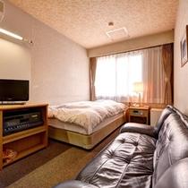 *シングルA(客室一例)/一人旅やビジネスのご宿泊に◎ごゆっくりお寛ぎ下さい。