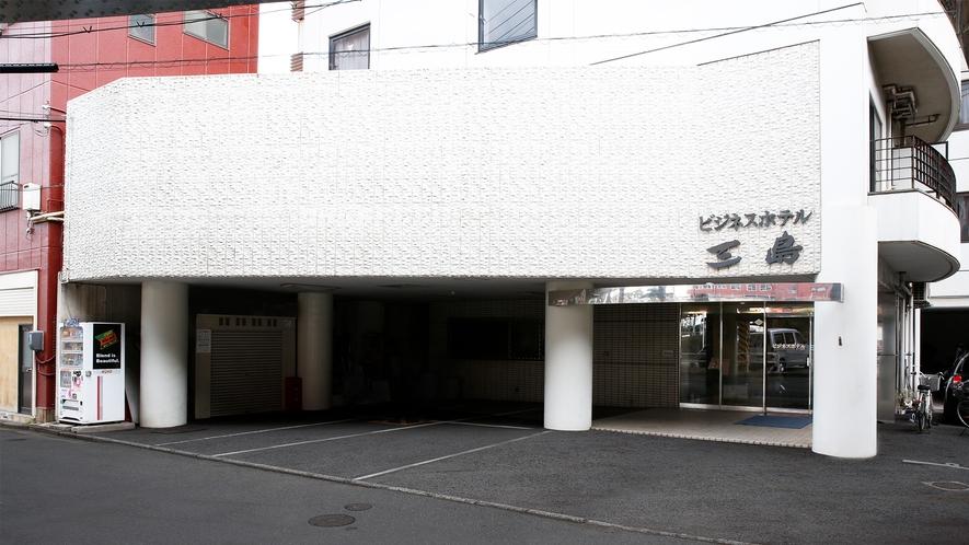 施設外観 場内駐車場 ①