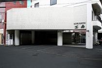 施設外観 場内駐車場 ②