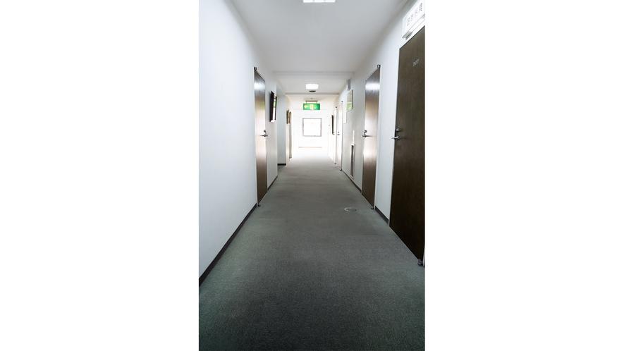 客室前通路 ①