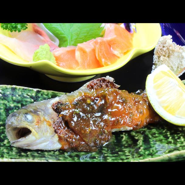 *手作り味噌をたっぷりと乗せ、軽く炙った岩魚の塩焼き