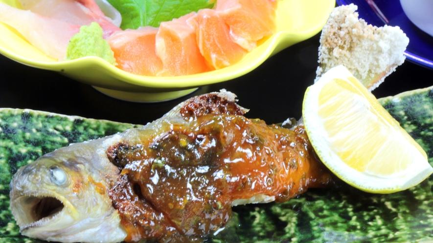 手作り味噌をたっぷりと乗せ、軽く炙った岩魚の塩焼き
