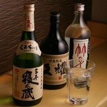 【焼酎】 芋、米、黒糖の三種類をご用意しております。飲み比べセットもございます。