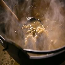 ■舞茸のお味噌汁■囲炉裏にてご用意しております。朝7時~8時です。お目覚めでしたらぜひ♪