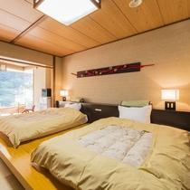 和モダンベット客室。琉球畳とベットの和洋折衷