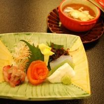 温物「チーズ入り茶碗蒸しオニオンスープ掛け」/造り「ギンヒカリ(ニジマス)、雪魚(コイ)、刺身蒟蒻」