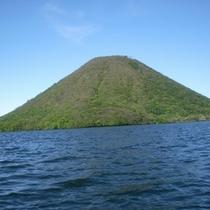 当館から車で約20分ほどで行けちゃう湖『榛名湖』でボートの上から見た榛名富士