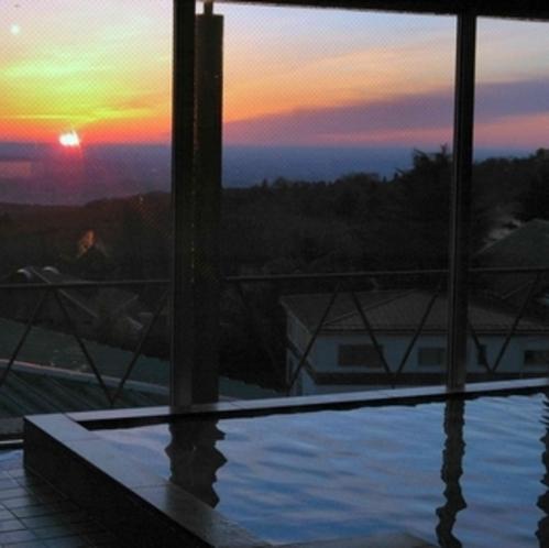 旅館ふくぜんに来たら1度は見ていただきたい!温泉に浸かりながら見る絶景の朝日