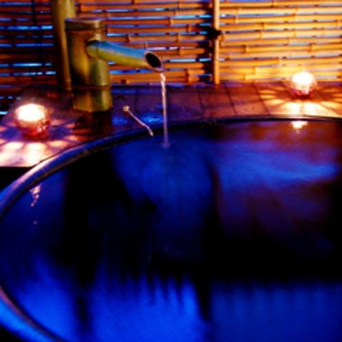 露天風呂付き客室【葵】ろうそくに火を灯すとまた違う雰囲気をお楽しみ頂けます♪
