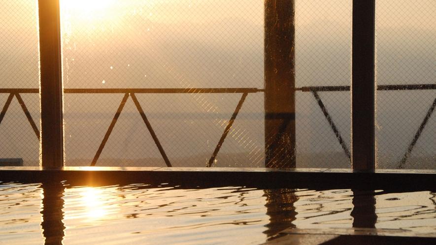 展望温泉から望む絶景の朝日