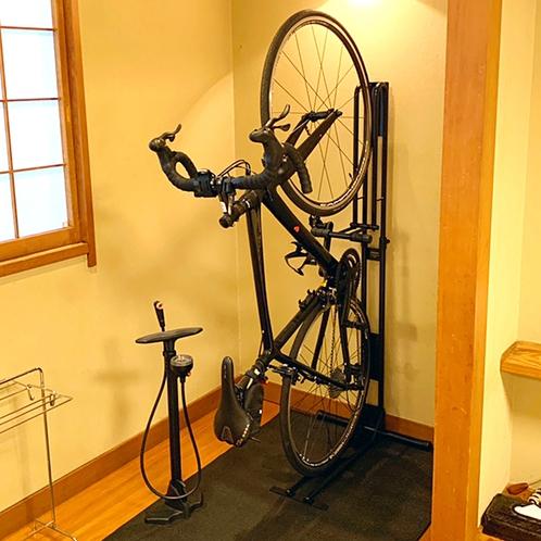 サイクリスト歓迎!お部屋に自転車持込が出来る♪(ペダル固定式スタンド)