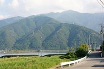 当ホテルより見える四国山脈