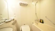 ハリウッドツイン/トリプルルーム・浴室/広さ24㎡・ベッドサイズ110cmを2台・テレビ50型