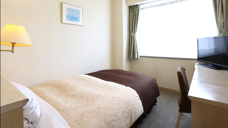 【禁煙◇シングル】セミダブルベッドのシンプルなお部屋です。16平米