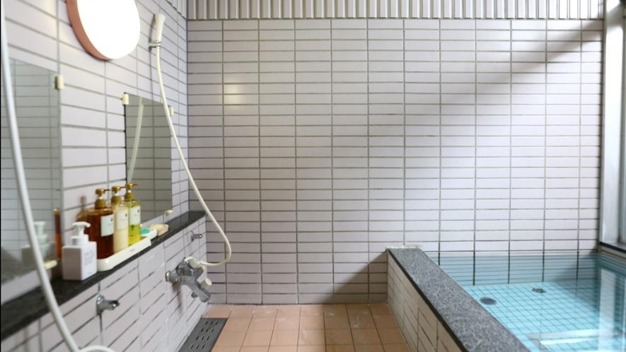【家族風呂】洗い場が2つあり、ご家族でもゆったりとお使いただけます