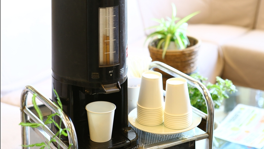 【ロビー】モーニングコーヒーはどなた様でも無料でご利用いただけます