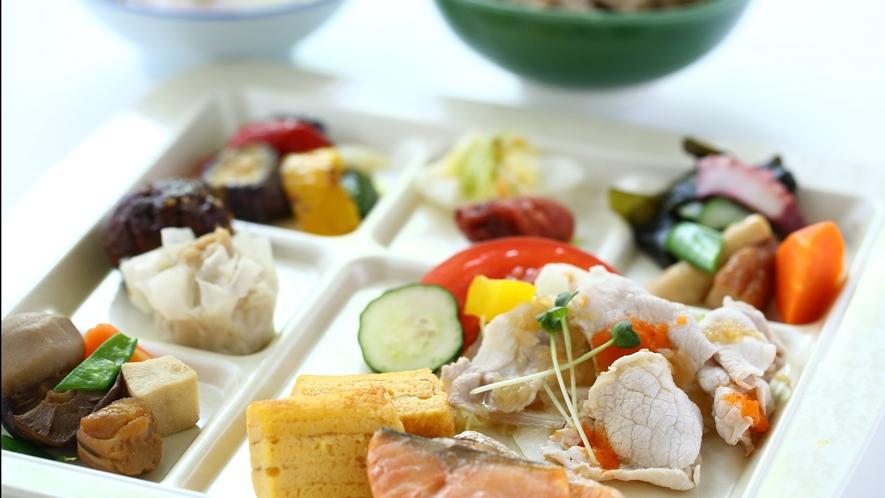 【朝食バイキング】和食イメージ。新型コロナ対策中は【個別定食お膳】でご提供。