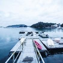 海上イカダは、駐車場から続いています。
