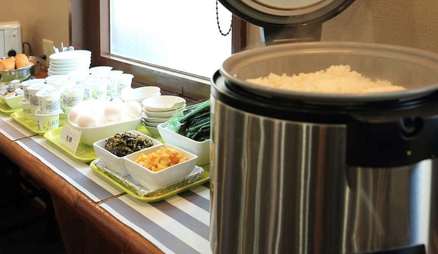 朝食バイキング一例(お米は熊本県産米を使用しております。)