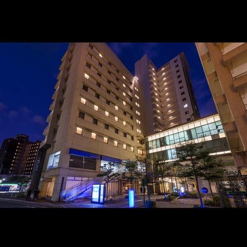 ■ホテル棟外観(夜)■
