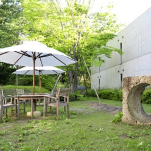 マイナスイオンたっぷりの中庭