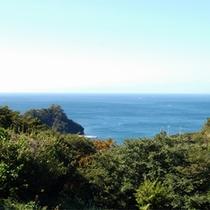 *当館からの眺め/晴れた日には、キラキラと輝く青い海が目の前に広がっています!