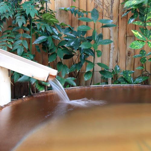 *【露天樽風呂】趣のある露天風呂でかけ流しの湯を満喫。