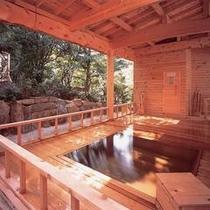 *【露天風呂】庭園の風景を眺めながら、浅虫温泉を楽しむ。