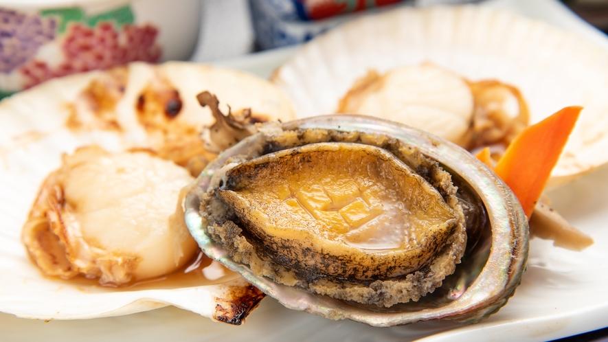 *【お料理贅沢プラン一例】あわびとホタテの陶板焼き(仕入れ状況によりメニューは異なります)