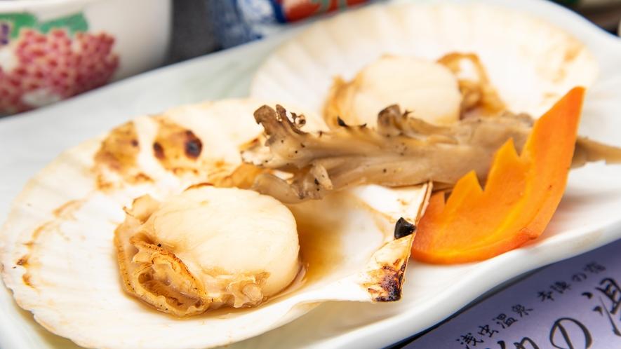 *【お料理スタンダードプラン一例】ホタテの陶板焼き