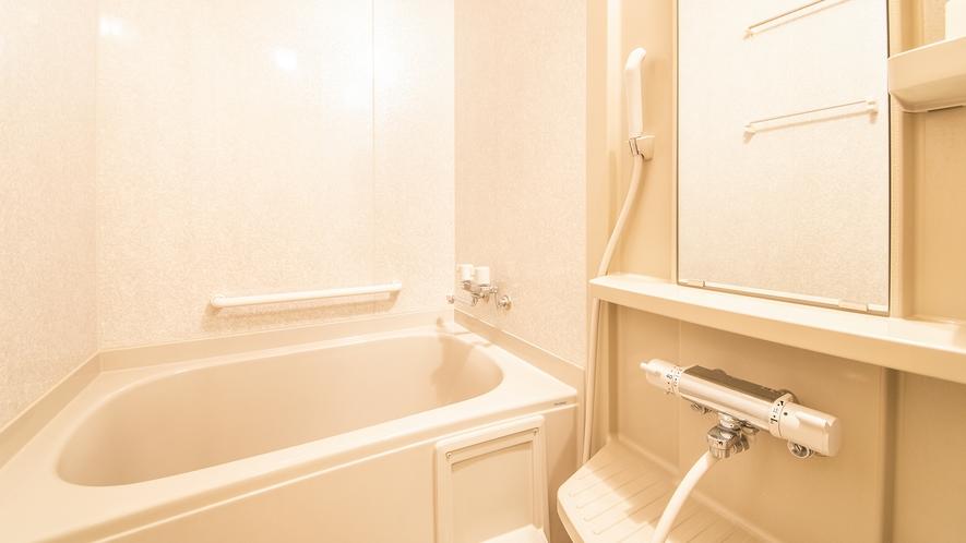 *【庭園側和室8畳】客室のお風呂もご利用いただけます。