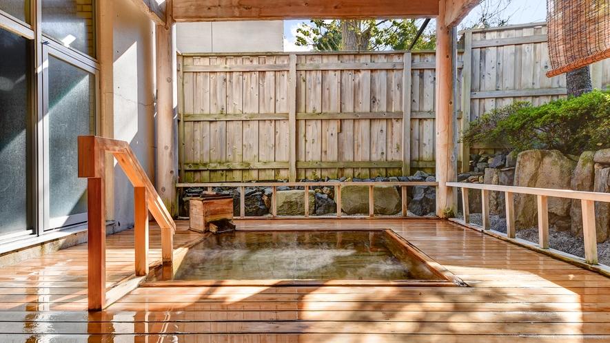 *【坪の湯~総ひば造り庭園露天風呂~】開放的な露天風呂でゆっくり癒されます