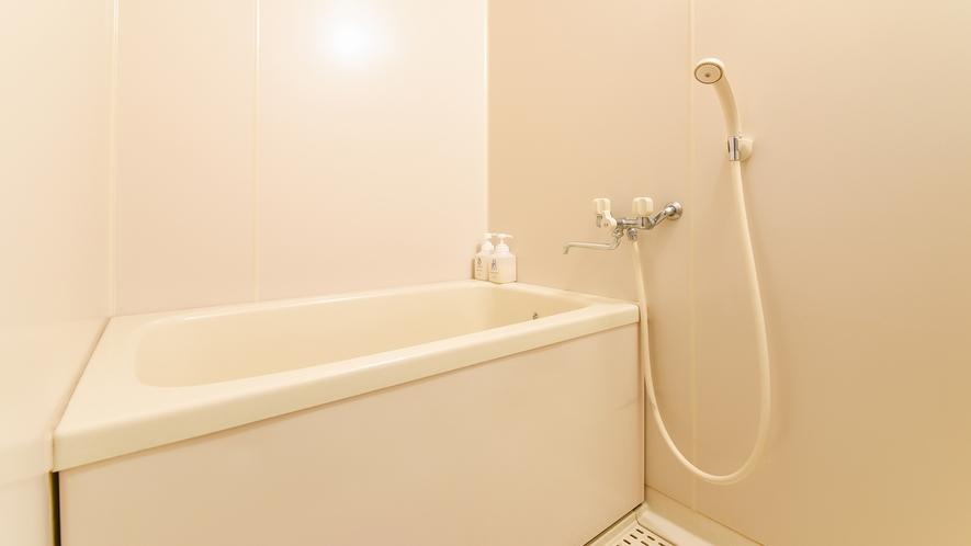 *【庭園側和室10畳】客室のお風呂もご利用いただけます。