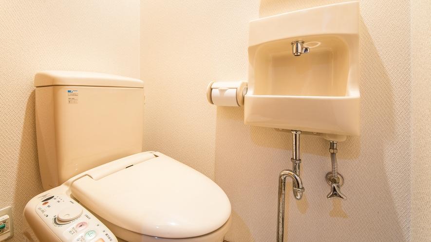*【庭園側和室8畳】客室のトイレもご利用いただけます。