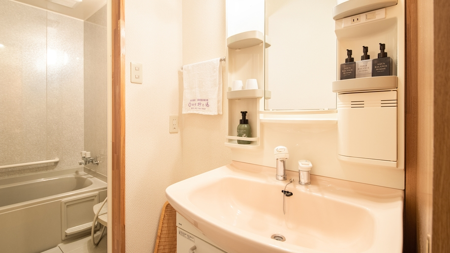 *【庭園側和室8畳】洗面台もございます。