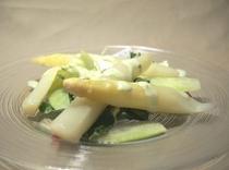 ホワイトアスパラのサラダ(前菜)