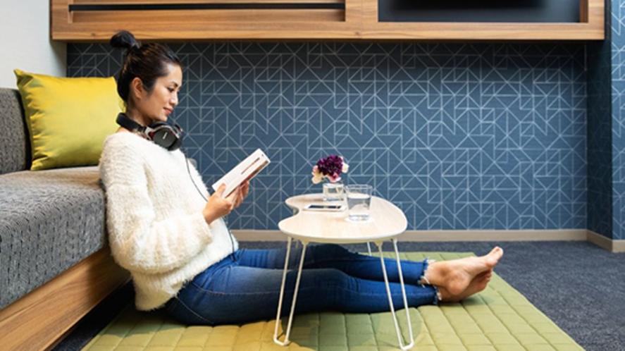 ベッドなしのお部屋ではご希望に応じてカーペットやローテーブルもご用意可能です。