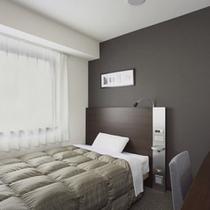◆ダブルエコノミー◆広さ13平米◆ベッド幅140cm◆全客室サータ社製のポケットコイルマットレス◆
