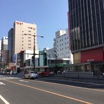 【駐車場案内】②ホテル前を出てひとつ目信号を「右」