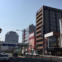 駅前立地!後方に見える白い建物がJR山形駅