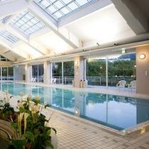 雨の日でも遊べる25m屋内温水プール。無料でご利用頂けます。