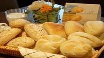 バイキング朝食のヨーロピアンブレッド♪お好きな種類のパンをお召し上がりくださいませ。