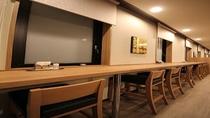 ビジネスのお客様・一人旅のお客様に好評のカウンター席も十分にございます。