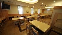 朝食・夕食として利用されるレストランホールでございます。