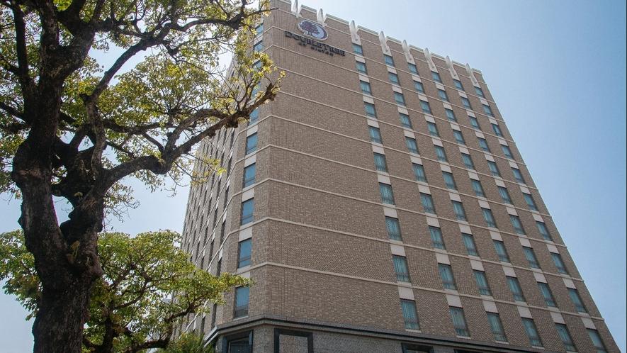 【ホテル外観】沖縄観光やビジネスの拠点に最適な好立地