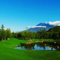 *ゴルフ/羊蹄山が目の前に見える美しいゴルフコース。爽やかな風を感じながらプレイできます。