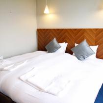 *3ベッドルームデラックスまたはプレミアム室内一例/ツインまたはダブルベッドの寝室。